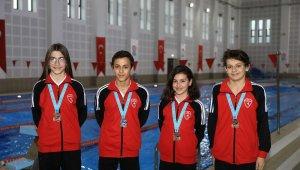 Büyükşehirin yetiştirdiği yüzücüler 4 madalya ile Denizli'ye döndü