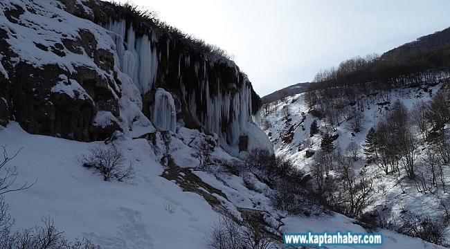 Dipsiz Göl Şelalesi buz tuttu, ortaya kartpostallık görüntüler çıktı