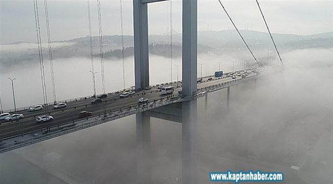 İstanbul Boğazı, sabah saatlerinde etkili olan yoğun sis nedeniyle çift yönlü trafiğe kapatıldı