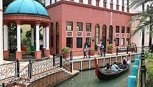 Endonezya'nın 'Küçük Venedik'i yoğun ilgi görüyor