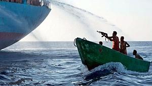 Gine Körfezi'nde korsanlar gemiye saldırdı
