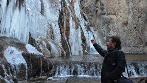 Gürpınar Şelalesi buz tuttu