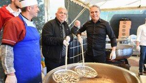 Karadenizliler buluşmasında 1 ton hamsi dağıtıldı