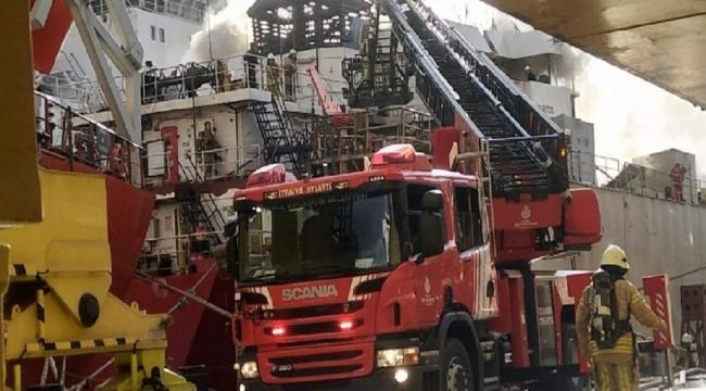 Tuzla'da tersanede bulunan gemide yangın çıktı