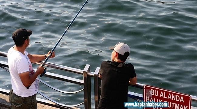 'Evde kal' uyarılarına direnen balıkçılar pes dedirtti