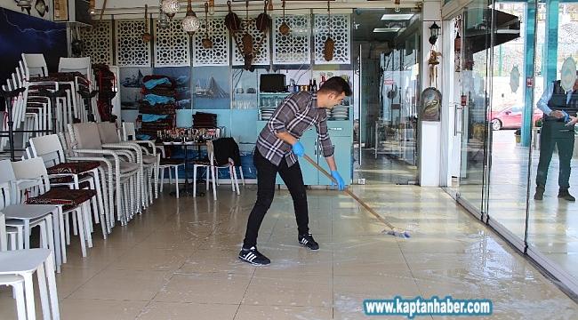 Florya Balık Çarşısı'ndaki restoranlar paket servisi sistemine geçti