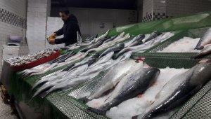 Korona virüs tedbirleri balık tezgahlarını da etkiledi