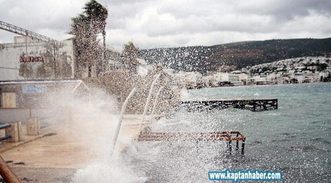 Muğla'da kara ve denizde fırtına uyarısı