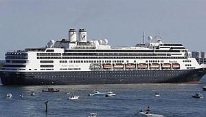 Alman cruise gemisine bilerek çarpan Venezuela donanmasına ait gemi battı