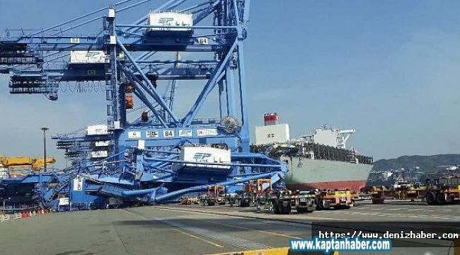 Busan Limanında Kaza, Konteyner Gemisi