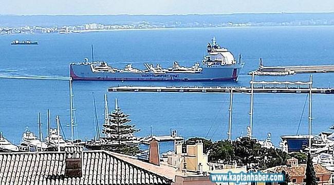 Lüks kargo yatları Palma'ya gelmeye devam ediyor