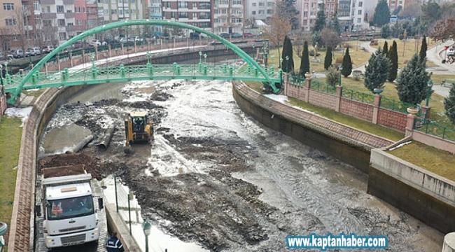 Porsuk Çayı'ndan 65 bin ton çamur çıkarıldı