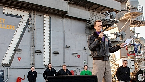'Savaşta değiliz, askerlerimizin ölmesi gerekmiyor' dediği için görevden alınmıştı: ABD'li kaptanın testi pozitif çıktı