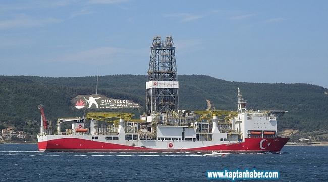 Türkiye'nin ilk yerli sondaj gemisi 'Fatih' Çanakkale Boğazı'ndan geçti