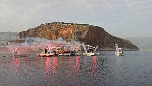 Alanya'da tekneler denize 19 Mayıs için açıldı