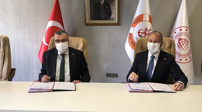 Sözleşmeyi Durmuş Ünüvar ve Noyan Altuğ imzaladı: Boğazların yeni römorkörleri UZMAR'dan