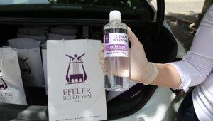 Efeler'de taksicilere korona kiti dağıtıldı