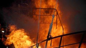 Fethiye'de bakıma alınan teknede yangın çıktı