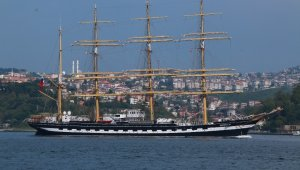 """İstanbul Boğazı'ndan geçen tarihi gemi """"Kruzenshtern"""" havadan görüntülendi"""