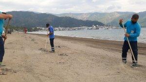 Marmaris halk plajında hummalı hazırlık