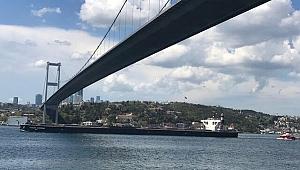 Panama bandıralı 'Ocean Corona' İstanbul Boğazından geçti