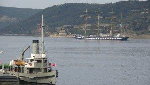 Tarihi gemi 'Kruzenshtern' Çanakkale Boğazı'ndan geçti