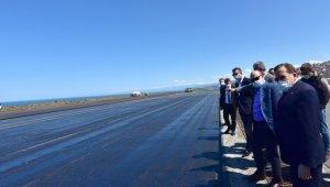 Trabzon Havalimanı'nda pist yenileme çalışmaları devam ediyor