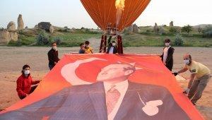 Türkiye'nin ilk yerli balonu Atatürk ve Türk Bayrağı ile havalandı