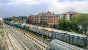Türkiye'nin tek seferde en uzağa giden en uzun ihracat treni yolda