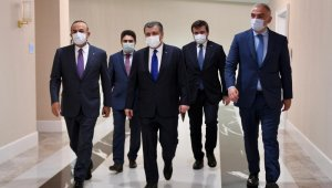 Bakan Koca, Çavuşoğlu ve Ersoy sağlık ve turizme yönelik artan talepleri değerlendirdi