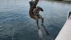 Denizden demir yığını çıktı