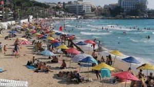Dünyaca ünlü Kadınlar Plajı'nda sosyal mesafeli deniz, kum ve güneş keyfi