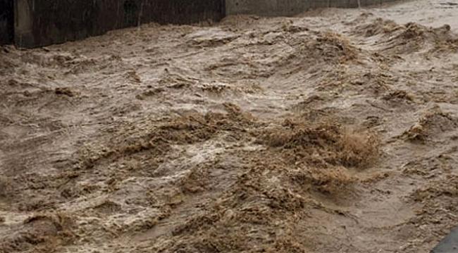 Hindistan'da sel felaketinde 1 milyondan fazla kişi evini terk etti
