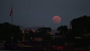 İstanbul'da Ay tutulmasından kartpostallık kareler