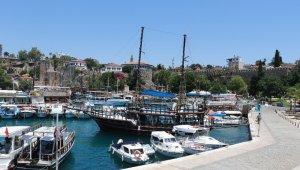 Kaleiçi Yat Limanı eski günlerine dönmeyi bekliyor