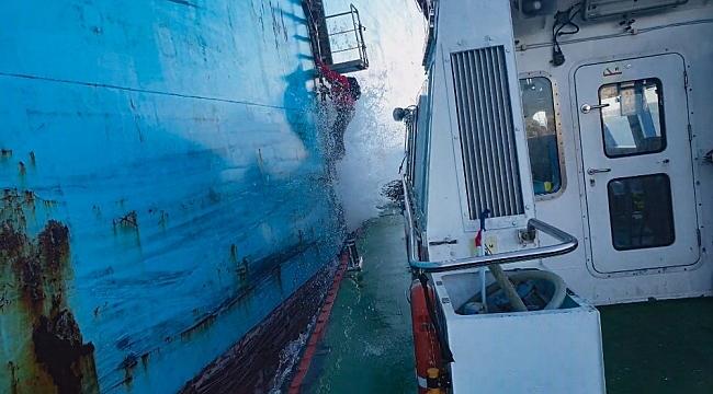 Kılavuz kaptanlarının dev dalgalarla mücadelesi