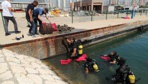 Mersin'de dalgıç polisler sualtı dip temizliği yaptı