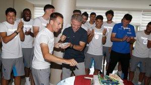 Trabzonspor taraftarı takımını şampiyon gibi uğurladı
