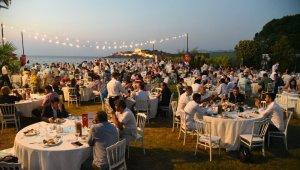 Bölge seyahat acenteleri iç turizmi hareketlendirmek için düzenlenen Kuşadası'ndaki gala yemeğinde buluştu