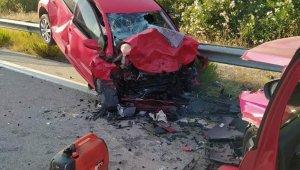 İzmir-Çeşme otoyolunda kaza: 1 ölü, 1 yaralı