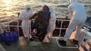 İzmir'de 65 sığınmacı kurtarıldı