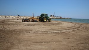 Karaduvar sahili, lazerli plaj eleme-temizleme makinesiyle temizlendi