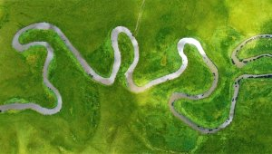 Kura Nehri'nin oluşturduğu menderesler mest ediyor