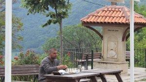 Öğle yemeğini yemek için Çalıkuşu Feride'nin köyüne gidiyorlar...