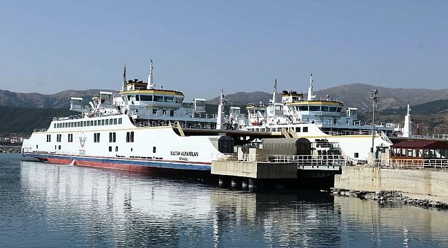 Türkiye'nin en büyük feribotları Orta Asya ve Türki Cumhuriyetlere yük akışı sağlıyor