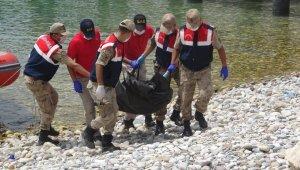 Van Gölü'nde batan tekneden cesetler çıkarılıyor
