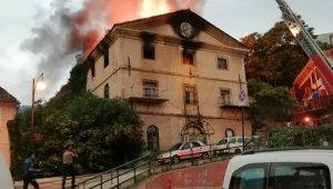 Yeni görüntüler...Bursa'nın tarihi mekanı böyle küle döndü