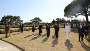 Avustralyalıların Lone Pine Anıtı'nda sosyal mesafeli tören