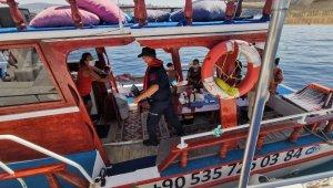 Sahil güvenlikten Kuşadası Körfezi'nde maske ve sosyal mesafe denetimi