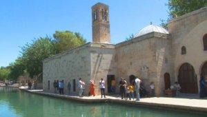 Tarihi Döşeme Camisi ibadete açıldı